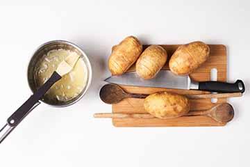 zarezi krumpir pomocu kuhaca