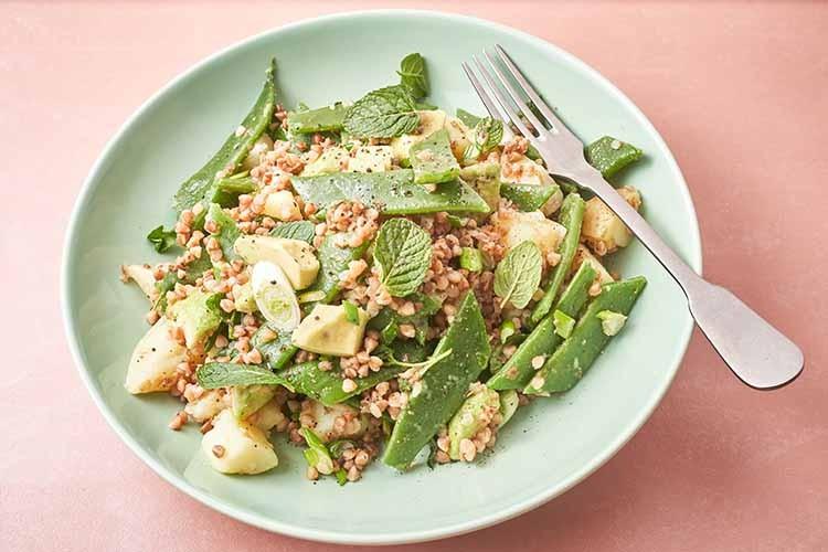 topla-salata-s-heljdom-i-avokadom-recept